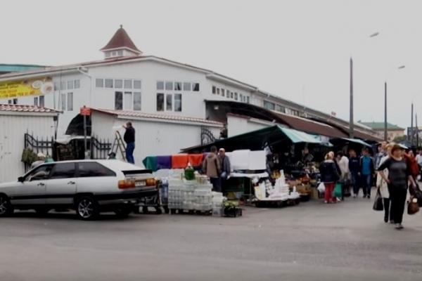 Серед білого дня на базарі підрізали рівнянина (Відео)