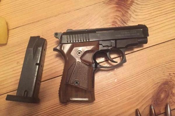 Правоохоронці продовжують обшуки у власників зброї (Фото)