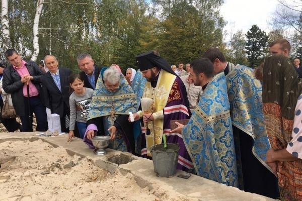 На Рівненщині заклали капсулу під новий храм (Фото)