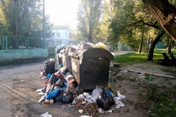У Рівному вихованці дитсадка дихають сміттєвим смородом