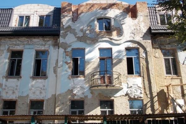 Пам'ятка архітектури у стилі «модерн» у Рівному зникає на очах. Чи почує підрядник громадськість?