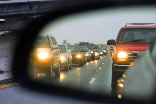 До уваги водіїв Рівненщини: з 1 жовтня вмикайте фари!