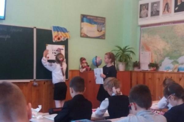 У Рівному в НВК №12 учні спробували себе в ролі вчителя (ФОТО)