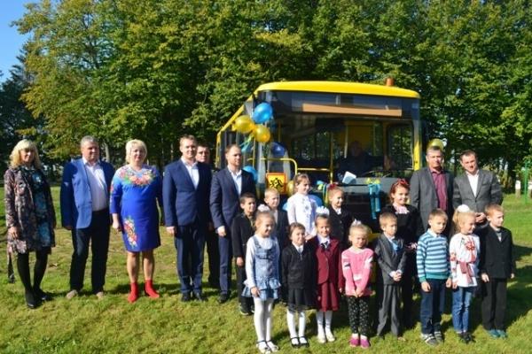 Школярі сіл Загороща, Рубче та Милостів їздитимуть на нових автобусах (Фото)
