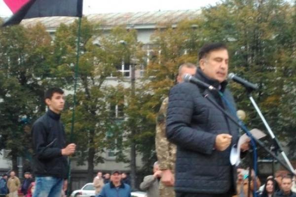 Саакашвілі у Рівному. Гарячий репортаж з Майдану Незалежності