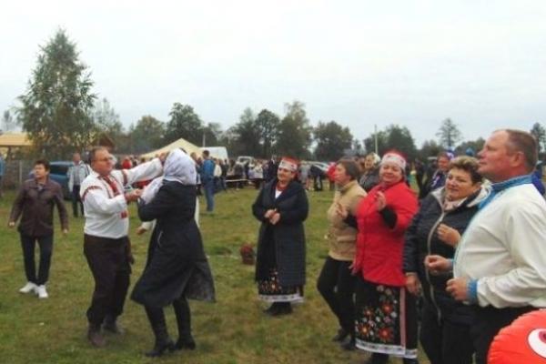 У Бродниці Зарічненського району відбувся фольклорно-етнографічний фестиваль