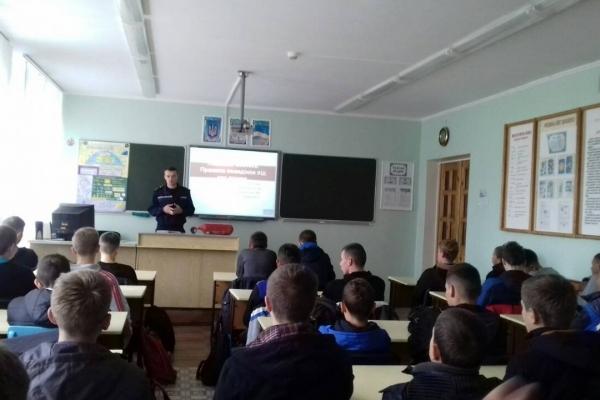 Рятувальники зустрілися з учнями професійно-технічного училища міста Вараш (Фото)