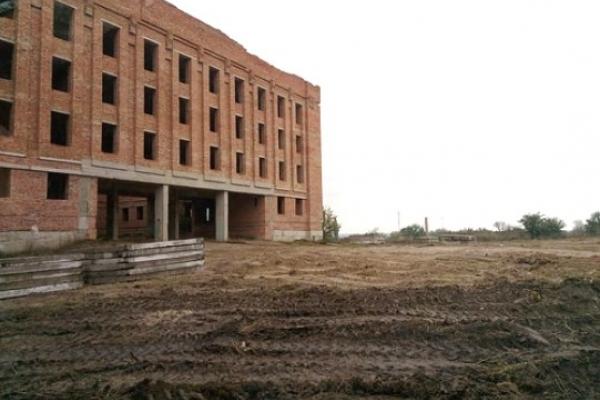 У довгобуді в Гощі бізнесмен Рязанов хоче спорудити елітний пансіонат для пенсіонерів
