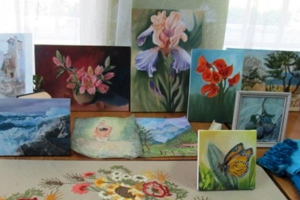 Бібліотекар Людмила Шевчук з Острога у 61 рік стала писати картини