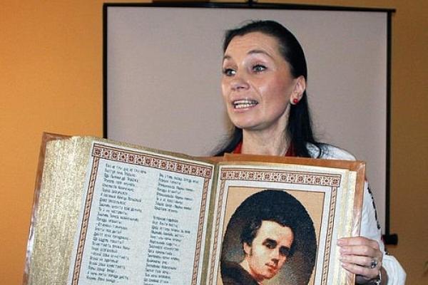 Сьогодні презентація книги Олени Медведєвої «Кольорові равлики»