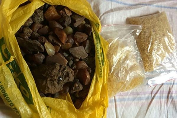 На Рівненщині вилучили партію наркотиків та бурштину на понад 1,5 млн гривень