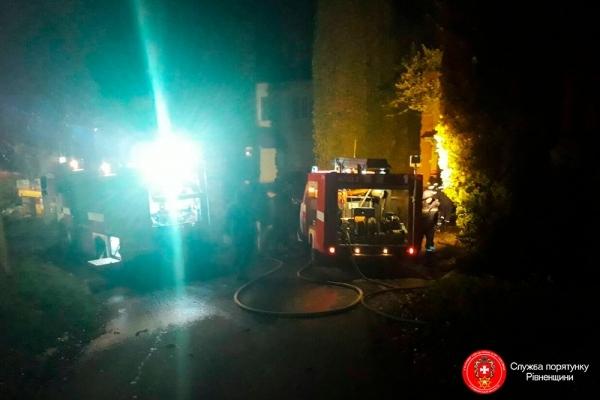 У Рівному під час гасіння автомобіля ледь не загорівся будинок (Фото)