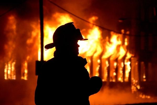 Цієї ночі пожежу у Рівному гасили 15 вогнеборців (Фото)