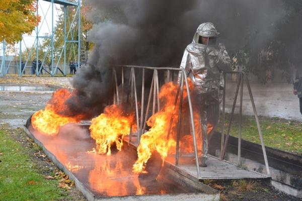 Рівненські рятувальники тренувалися на смузі психологічної підготовки (Фото)