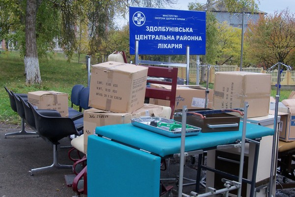 Інкубатор – у гінекологію, морозильник – у кімнату для переливання крові. На Рівненщині одна з лікарень отримала суттєву допомогу із-за кордону (Фото)