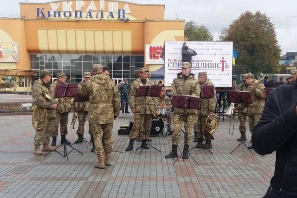 У центрі Рівного відзначають День захисника України (Фото)