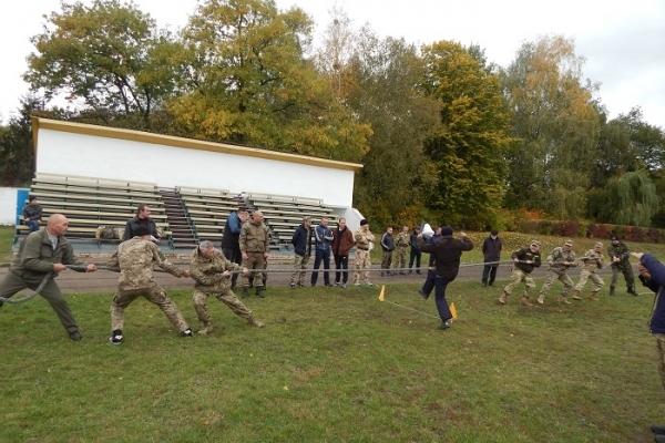 У Березному на День захисника влаштували «Ігри нескорених» між воїнами АТО та поліцейськими