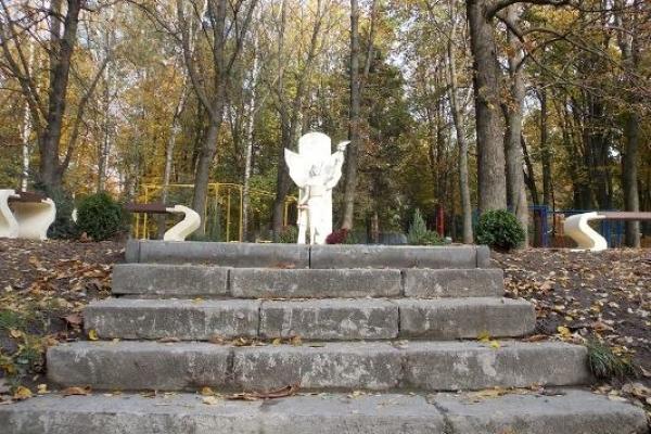 Пам'ятник «Просвіті» у Рівному: і страшно, і сумно...