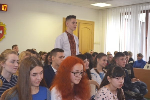 Управлінці Рівненщини зустрілись з лідерами учнівського самоврядування