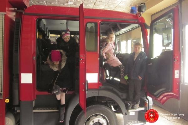 На Рівненщині рятувальники запрошують школярів на екскурсії до пожежних частин