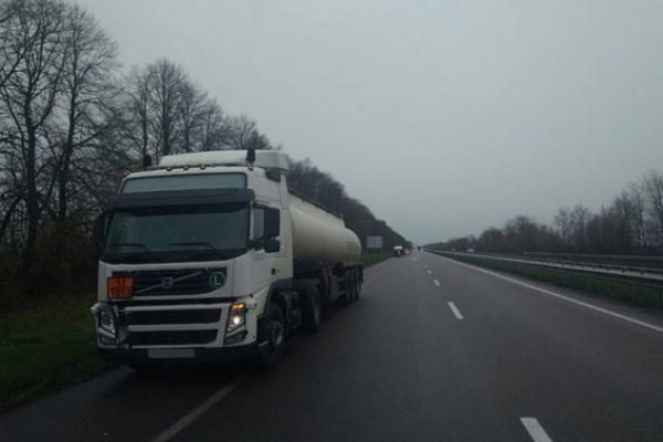 На Гощанщині чоловік кинувся під колеса вантажівки (Фото)