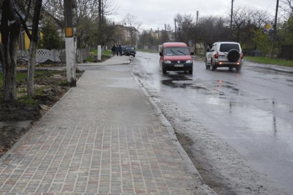 У Здолбунові вимостили тротуар, який не ремонтували понад 30 років (Фото)