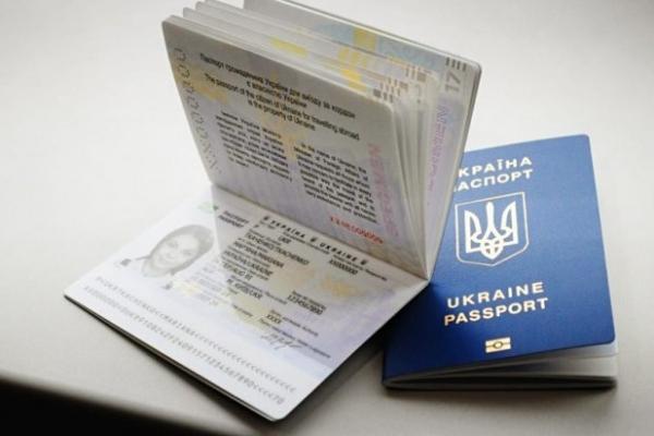 Ажіотаж не спадає. Скільки чекати рівнянам на видачу закордонних паспортів?