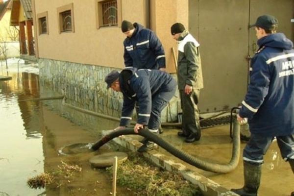 На Рівненщині дощі затоплюють приватні господарства (Фото)