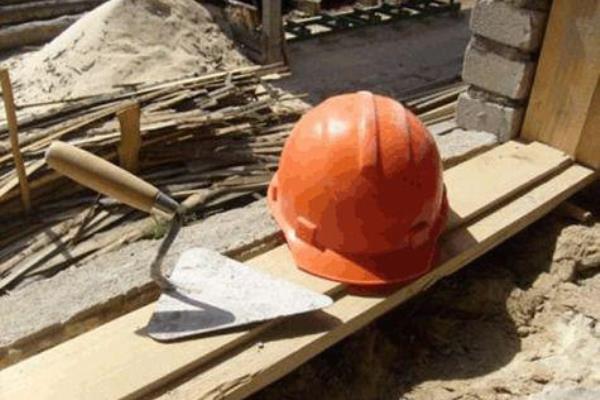 На Рівненщині загинув будівельник