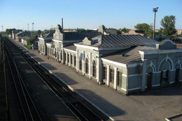 У Сарнах на залізничній станції рятувальники та поліція обстежували підозрілу знахідку