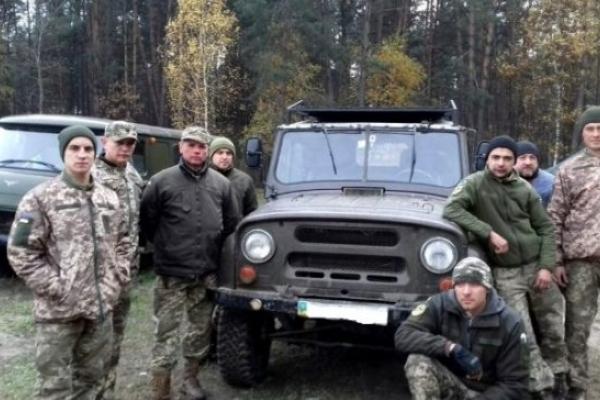 Костопільські волонтери передали для своїх земляків в зону АТО позашляховик