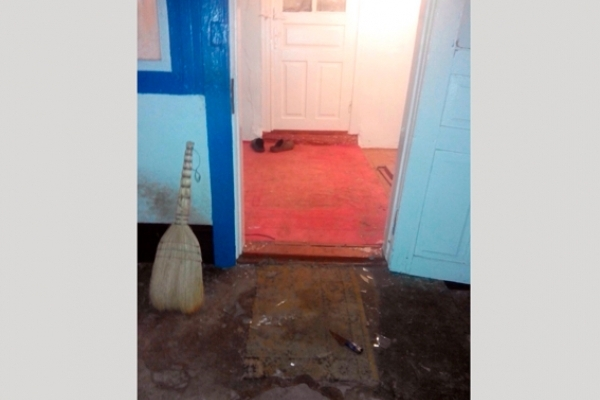 На Сарненщині чоловік вдерся у будинок та накинувся з ножем на жінку (Фото)