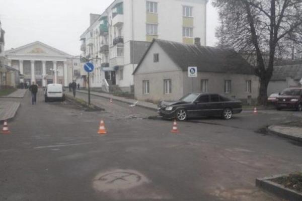 У Здолбунові два авто не розминулися на пішохідній зоні (Фото)
