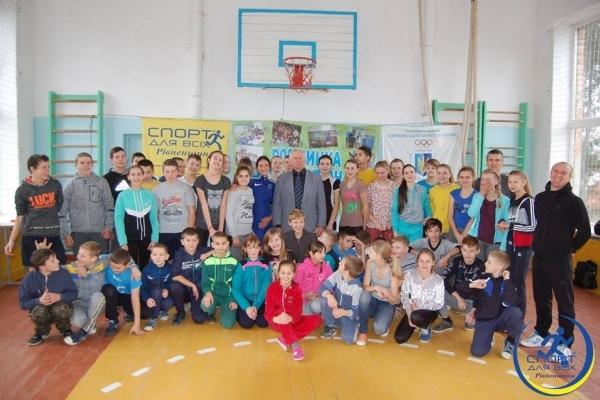 Олімпійська чемпіонка зустрілася з дітьми на Рівненщині
