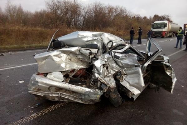 Рівненська поліція повідомила подробиці смертельної ДТП в селі Зелений Гай (Фото)
