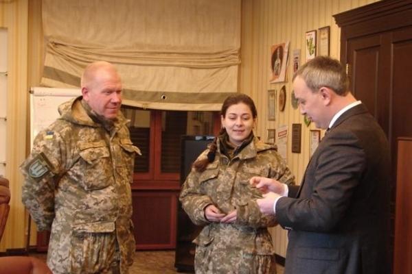 Олексію Муляренку бригада «королівської піхоти» вручила шеврон (Фото)