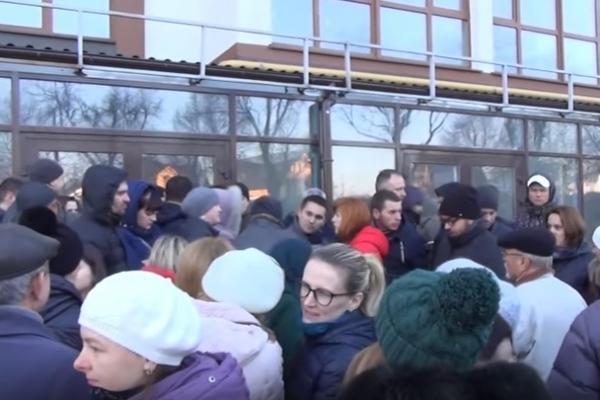 У Рівному люди не можуть вселитися у квартири, які придбали у ЖК «Рівненська брама» (Відео)