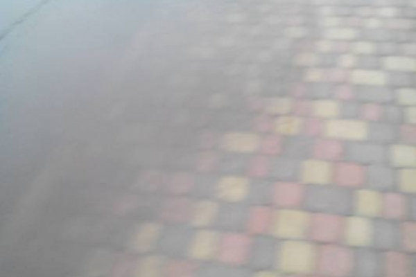 У Сарнах вимостили вулицю різноколірною бруківкою, а про дощі забули