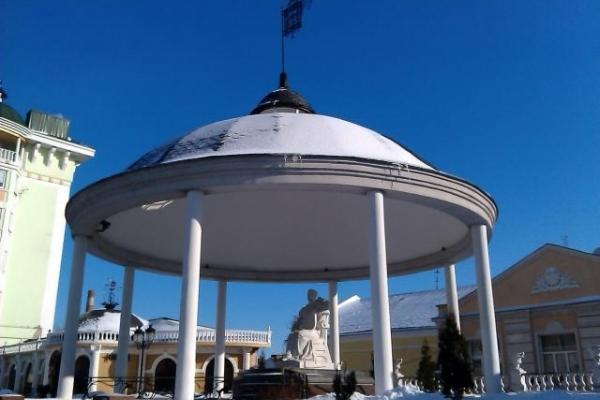 У Рівному біля пам'ятника Марії Несвицькій розмістять МАФ для консультацій
