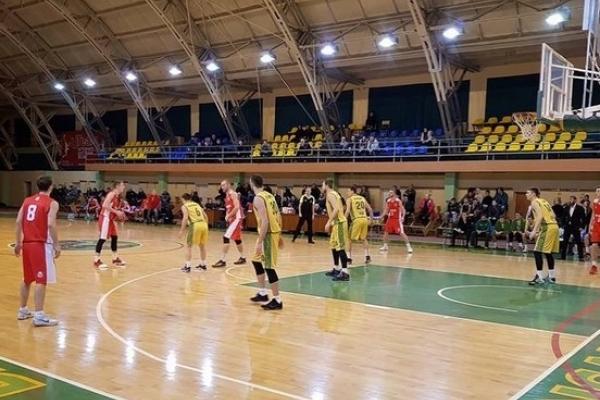 Рівненські баскетболісти обіграли діючих чемпіонів
