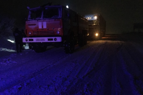 Рівненські рятувальники відбуксирували автомобілі , що потрапили у снігову пастку (ФОТО)
