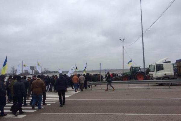 На Рівненщині аграрії перекрили рух транспорту на трасі «Київ-Чоп»