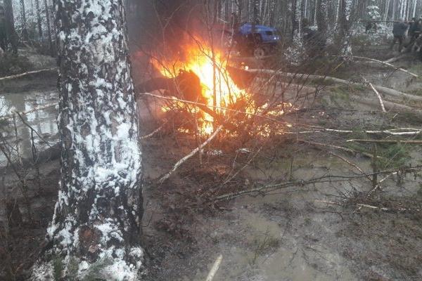 Бурштинокопачі рівненського Полісся за «лєвак» спалили помпу