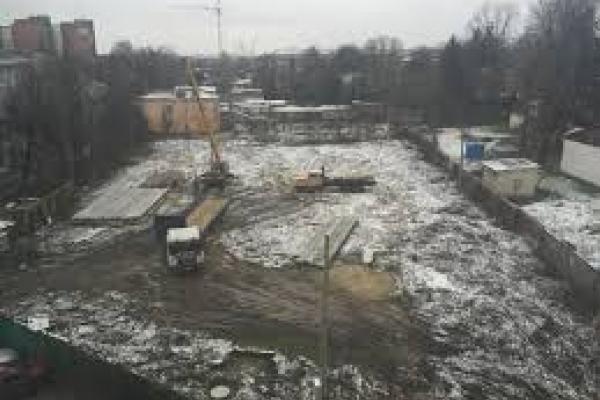 Сьогодні у Рівному блокуватимуть скандальне будівництво на Толстого