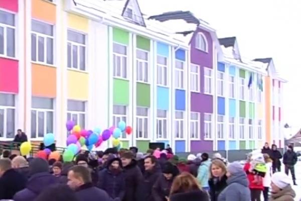 На Костопільщині відкрили нову яскраву школу (Відео)