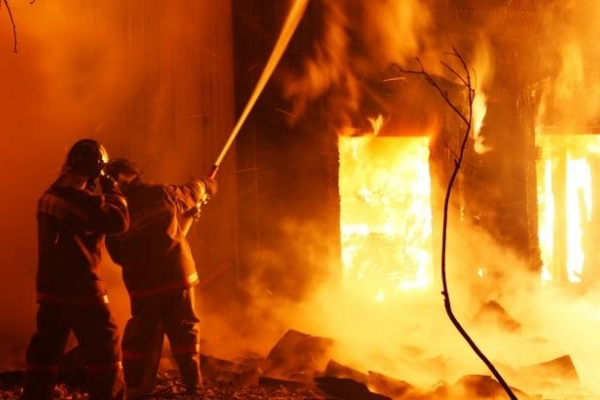 У Сарнах пожежа знищила 90 квадратних метрів перекриття