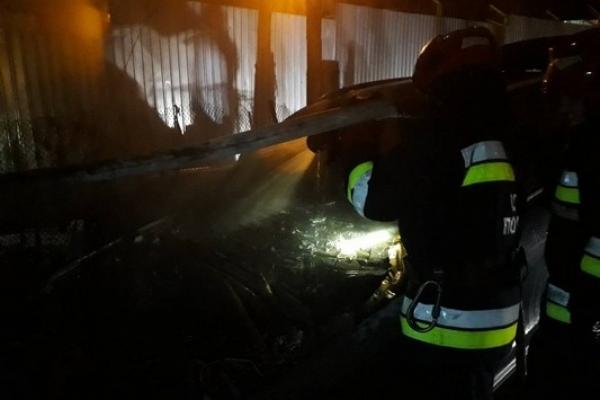 Нічна пожежа в Рівному: згорів легковик (Фото)