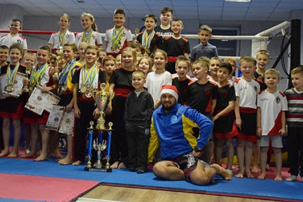 На всеукраїнських змаганнях кікбоксери з Рівненщини вибороли друге місце
