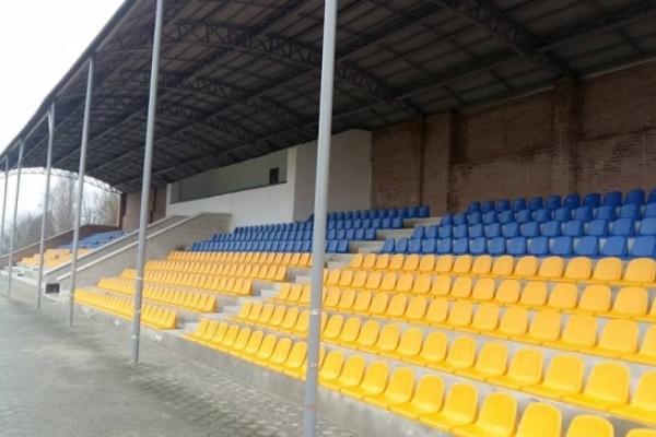 Стадіон у Млинові, на якому проходили матчі  чемпіонату України з футболу, оновлюється