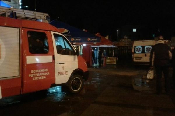 У Рівному рятувальники надавали допомогу важкохворій жінці (Фото)